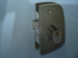 Fechadura para Porta de Abrir com máquina Bate-Fecha